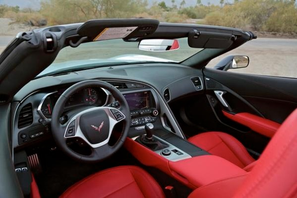The interior features the same high-quality materials as in the coupe, and the car displays the same eager driving reflexes and tenacious grip
