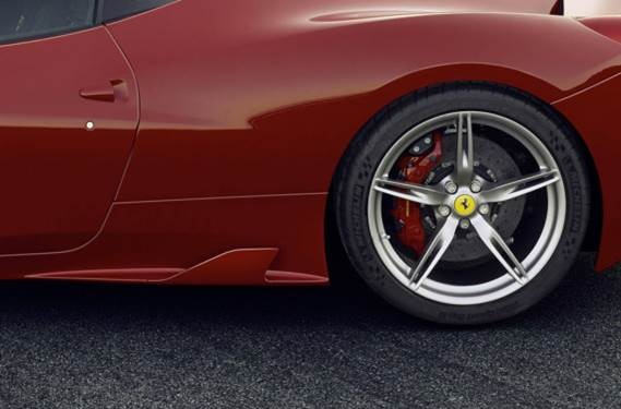 Forged wheels and new carbon ceramic brakes save 13 kg. But are they sure those discs are big enough?