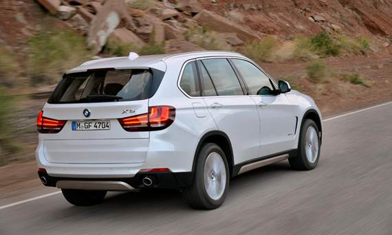 With the new design, make the new X5 look almost indistinguishable from the X3... from the rear at least