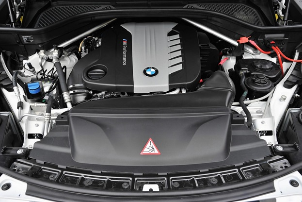 At their head are V8 turbopetrol variants, like the X5M