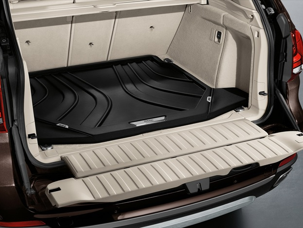 However, there are 30L of extra luggage space, at 650L with five seats in use, and this can be readily expanded to 1870L by rolling the rear seat backs down